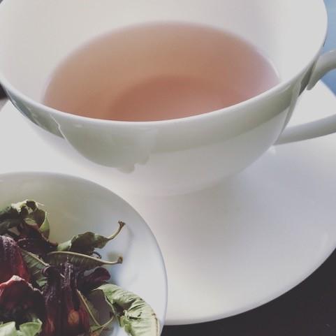Kreiere deinen Tee – Wie du wohltuende und gesundheitsfördernde Kräutertees mischst.